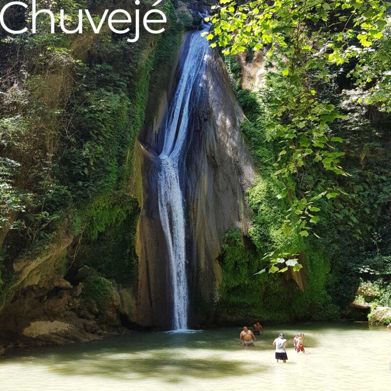 chuveje waterfall sierra gorda